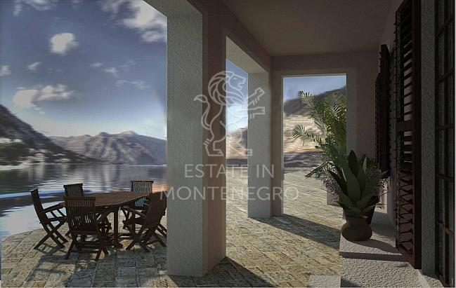 For Sale Land with old House in Kotor, 650m²
