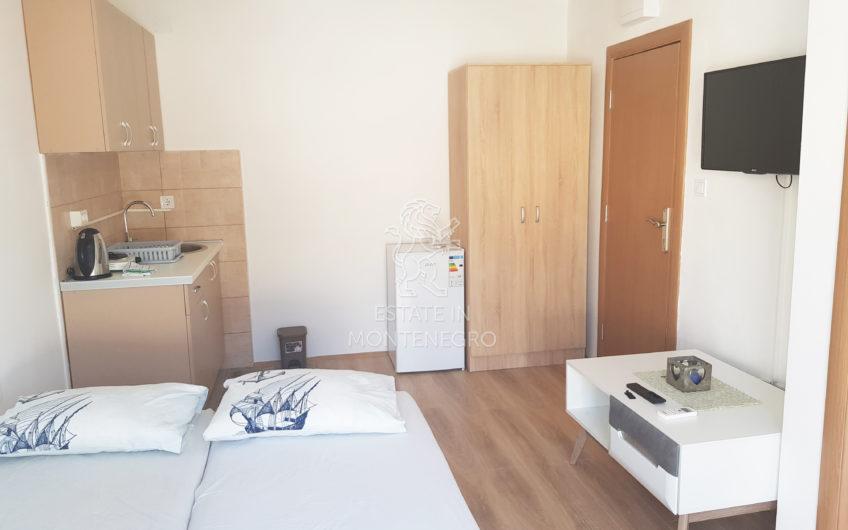 Bečići, Budva'da 32m² Kısmi Deniz Manzaralı Satılık Stüdyo Daire