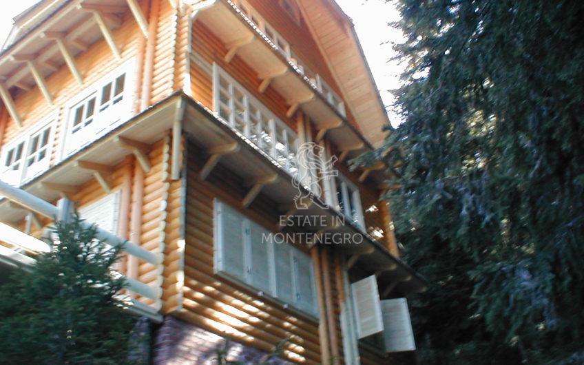 Žabljak'da 160m² Satılık Müstakil Ahşap Ev