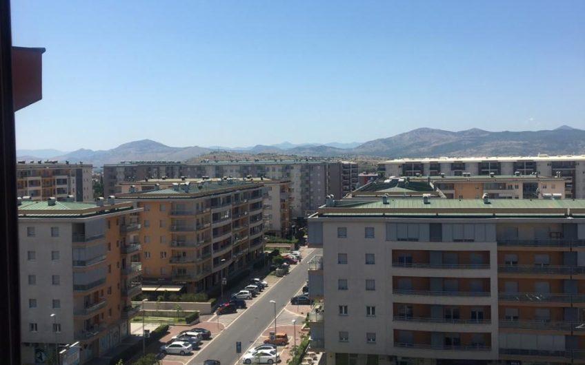 Podgorica' nın En Merkezi Yeri Delta AVM' nin Karşısında Full Eşyalı, Hemen Taşınmaya Hazır Kiralık Daire
